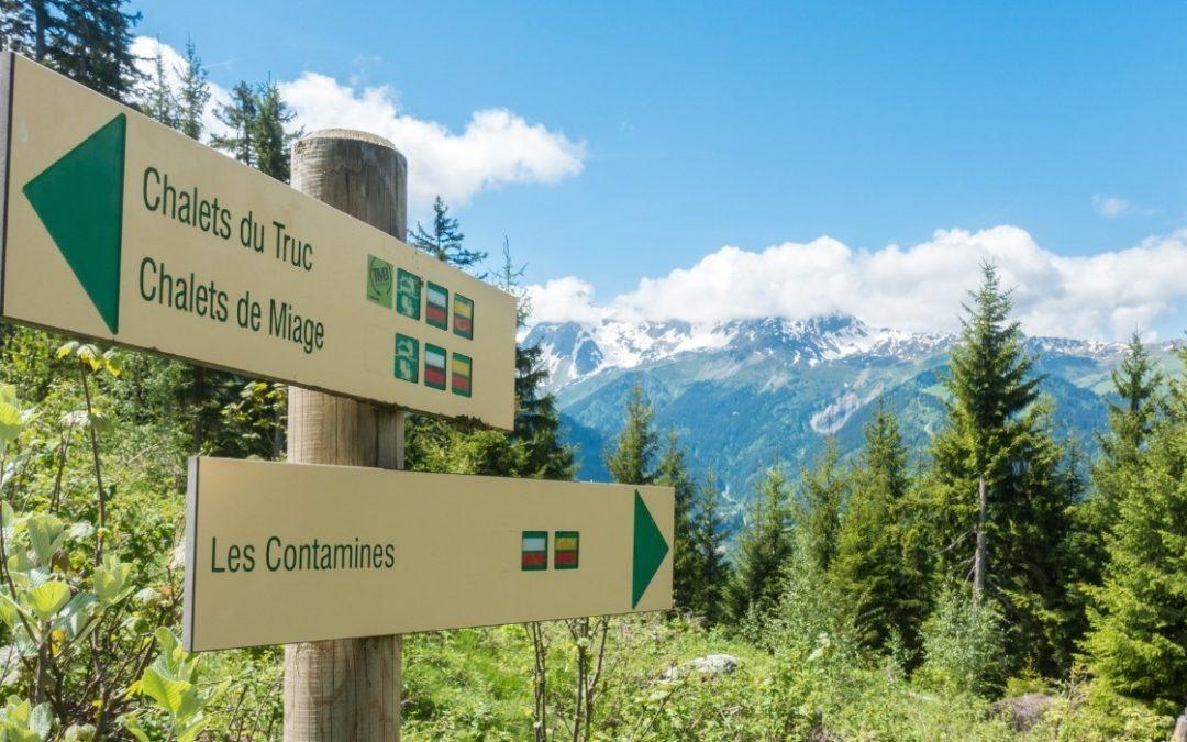 panneaux indicatifs de balisage de randonnée du Tour du Mont Blanc