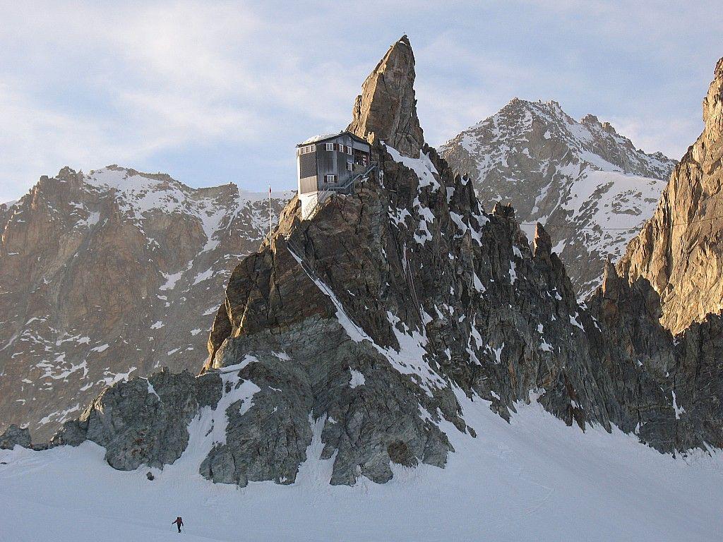 Refuge Bertol (3311m) Chamonix Zermatt