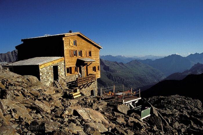 Refuge Robert Blanc Tour du Mont Blanc