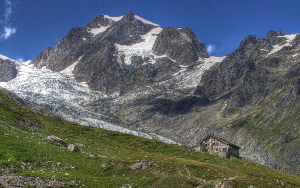 refuge elisabetta soldini cote italien du tour du mont blanc